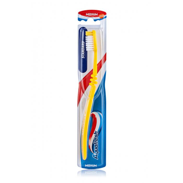 Зубна щітка Aquafresh Стандарт середня